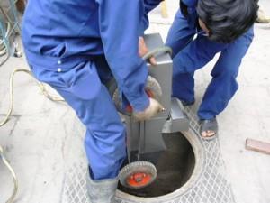 Thông tắc cống hút bể phốt tại Hoàng Quốc Việt